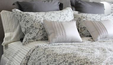 The pillows and bed sheets cleaning process in your home